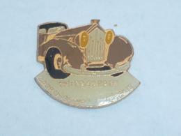 Pin's VOITURE 440, CARROSSERIE QUERRUE - Pins
