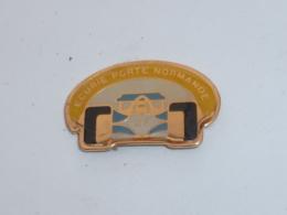 Pin's VOITURE 471, ECURIE DE LA PORTE NORMANDE - Pins