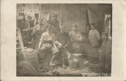 Carte Photo Soldats Français Et Une Femme Dans Une Maison En Ruine / 14-18 / WW1 / POILU - 1914-18