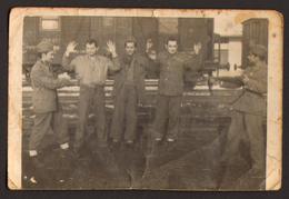 Yugoslavia WW2 Soldiers Train Station Old Photo 9x6 Cm #30411 - Guerra, Militares