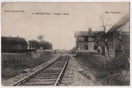 CPA 27 MONTAURE Passage à Niveau Train Gare - Altri Comuni
