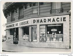 Photo De La Pharmacie De Lubeck  PARIS 16 Ième Arrondissement ( Beau Plan Sur La Devanture / Nivéa ) - Profesiones