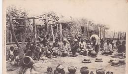CPA ARCHIPEL FIDJI FEMMES INDIGÈNES FABRIQUANT DES MARMITES ET DES GARGOULETTES / PRECURSEUR - Fidji