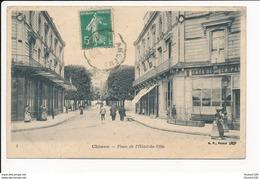 Carte  De Chinon  Place De L' Hôtel De Ville ( Café ) ( Recto Verso ) Mauvais état - Chinon