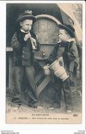 Carte En Bretagne   Beuzec  Une Chopine De Cidre Pour Le Musicien  ( Enfant / Costume )  ( Recto Verso ) - Beuzec-Cap-Sizun