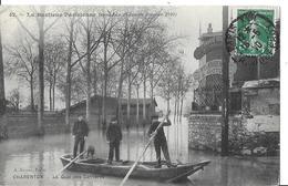 CHARENTON  LE PONT  N 42 CRUE SEINE 1910  LE QUAI DES CARRIERES  BARQUES 3 HOMMES ET CHIEN  DEPT 94 - Charenton Le Pont