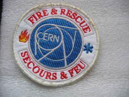 Ecusson Tissu Des Pompiers Du CERN (Conseil Européen Pour La Recherche Nucléaire). Fire & Rescue, Secours & Feu - Patches