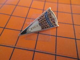 718A Pin's Pins / Beau Et Rare / THEME : SPORTS / EREA SINGAPOUR VOLANT DE BADMINTON - Bádminton