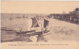 358 MAJUNGA - POINTE DE SABLE - ARRIVÉE DE LA COURSE AU TAKAFIARA A VOILE, A LA FÊTE DU 14 JUILLET, DEVANT LE PUBLIC - Madagascar
