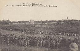 83 :  Fréjus :  La Revue Des Troupes Noires   ///   REF  Mars  20 /// N° 10698 - Frejus