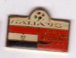 C301 Pin's Foot Football Coupe Monde Italie Coca Cola Coke Drapeau Achat Immédiat Egypte - Calcio