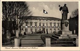 ! Alte Ansichtskarte Memel, Denkmal, Rathaus, - Ostpreussen
