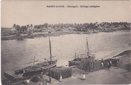 408 A.O.F. - SAINT LOUIS - VILLAGE INDIGÈNE - DÉCHARGEMENT DE BOIS DEPUIS DES BATEAUX - DOS NON DIVISÉ - Senegal