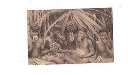Missions D Oceanie  Indigenes Mangeant Le Fruit Du Pandanus ****   A   SAISIR  **** - Cartes Postales