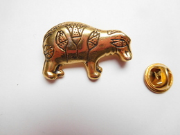 Superbe Pin's En Relief , Animal , Tatou - Animaux