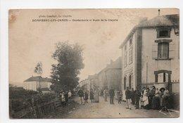 - CPA DOMPIERRE-LES-ORMES (71) - Gendarmerie Et Route De La Clayette (belle Animation) - Photo Combier - - Other Municipalities