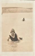 Rare Cpa Photo Jeune Femme En Tenue De Bain Falaises Normande Années 20 - Fotografía