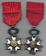 2 Médailles - Légion D' Honneur En Argent  ( En Mauvais état ) - Médailles & Décorations