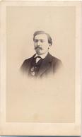 CDV Portrait D'un Homme Aux Lunettes Par Laudoyer à Aubenas (second Empire - Ca 1865) - Ardèche - Photographs
