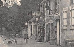 SAINT-AMAND-EN-PUISAYE (58) - La Route De Saint-Sauveur - Garage Avec Pompe à Essence En 1930 - Édition Gaugey - Saint-Amand-en-Puisaye