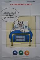 Affiche Publicitaire Abribus - Assurances M M A - Assurance Santé - Le Chat De Philippe Geluck - Lit D'hôpital. - Andere