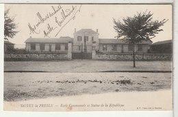 03 - DOYET La PRESLE - Eclose Communale Et Statue De La République - Autres Communes
