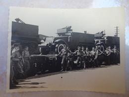 Petite Photo 14 Juillet 1949 LUDWIGSHAFEN Prise D'armes Adieux Général KOENIG 3 RSA Camions Militaires - Krieg, Militär