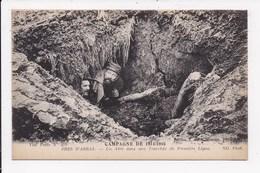 CP MILITARIA Campagne De 1914 1916 Pres D'Arras Un Abri Dans Une Tranchée - War 1914-18