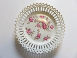 586 - Ancienne Assiette Porcelaine Bord Ajourée - Décor De Fleurs - Roses - Filets D'or - Other