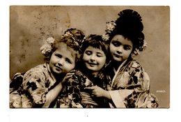 CPA - ENFANTS EN KIMONOS - Gruppen Von Kindern Und Familien