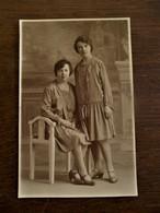 Oude Fotokaart Met 2 Dames Door Fotograaf  Omer D' HAESE  AALST - Geïdentificeerde Personen