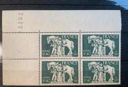 1943 NEUF Bloc De 4 Timbres Famille Du Prisonnier  YT 586 Numéroté - Ungebraucht