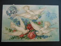 Colombes Volant Devant Bouquet De Roses Et De Myosotis - Gaufrée - - Birds