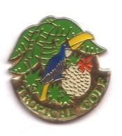 B171 Pin's Toucan BIRD Tropical Golf  Oiseau  Saint Cyprien Pyrénées-Orientales Achat Immédiat - Golf
