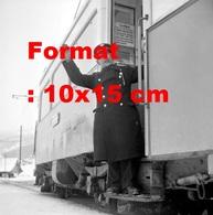 Reproduction D'une Photographie Ancienne D'un Conducteur Contrôleur De Tramway à Thun En Suisse En 1952 - Riproduzioni
