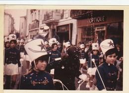 11 -PHOTO - Narbonne -carnaval  Sur Les Barques - 1969 ? -  Majorettes - Narbonne