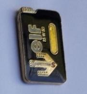 L141 Pin's Carburant Pétrolier ELF Bidon Huile 15 W 50 Signé Winner Achat Immédiat - Carburants