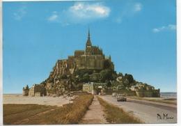 CP ( Le Mont St Michel ) Au Premier Plan Une DS - Le Mont Saint Michel
