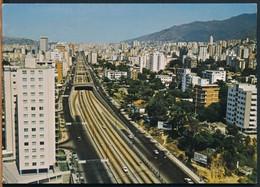 °°° 19220 - VENEZUELA - CARACAS - AVENIDA LIBERTADOR - 1977 °°° - Venezuela