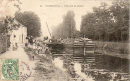 D45  COMBLEUX  Vue Sur Le Canal  ........ Avec Péniches Et Chergement De Barriques Et Pêcheur à La Ligne - Autres Communes