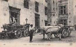 PAU LE CHÂTEAU ATTELAGE  CHARRETTES A BOEUFS CHARRETTE REMPLIE DE BOIS  BEAU PLAN. ANIMATION - Pau