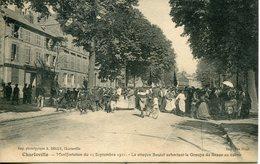 CHARLEVILLE. Manifestation Du 11 Septembre. Le Citoyen Boutet Exhortant Le Groupe De Braux Au Calme - Charleville