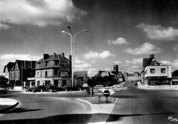 CPSM SOISSONS - PLACE DE LAON - Soissons