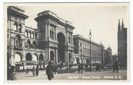 4545 - MILANO PIAZZA DUOMO GALLERIA VITTORIO EMANUELE ANIMATA TRAM 1930 CIRCA - Milano