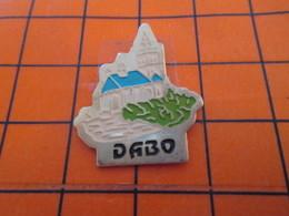 920 Pin's Pins / Beau Et Rare / THEME : VILLES / DABO EGLISE ABBAYE ? - Città