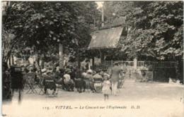 31pe 62 CPA - VITTEL - LE CONCERT SUR L'ESPLANADE - Vittel Contrexeville