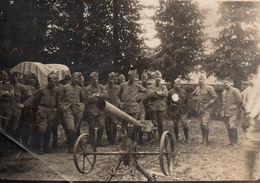 Photo Guerre 14/18 Militaires Devant Un Canon Léger - Guerra, Militares