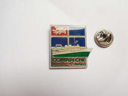 Beau Pin's , Marine Bateau , Pêche , Comapêche Saint Malo , Modèle Avec Epoxy - Bateaux