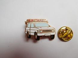 Superbe Pin's En EGF , Médical , Ambulances , SR Ste Clotilde , Auto Range Rover - Medical