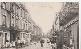 BAYEUX (14). Rue Saint Jean, Animée. Magasins: Boucherie, Coiffeur Et Autres (Sur La Gauche Agasin Au N°44) - Bayeux